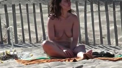 sexy nackte madchen auf offentlichen strand